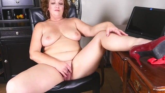 Corpulent older mother copulates her large love tunnel